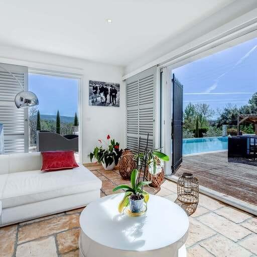 Le haut de gamme en termes de biens immobiliers et bien plus - Pauline Panneton -  Professionnelle de l'immobilier à Aix en Provence