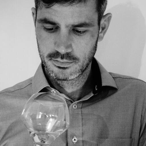 Cours de dégustation de vin chez ŒnoSkol - Aurélien Berthou - Œnologue professionnel à Questembert