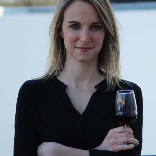 Les avantages de suivre des cours de dégustation de vin - Sophie Iacono - Caviste à Nantes