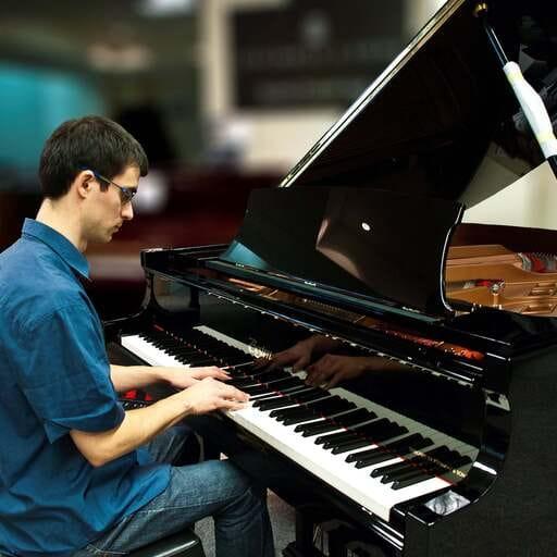 Un pianiste, une méthode d'apprentissage unique en Franche-Comté - Alexis Quoniam - Professeur de piano en Franche-Comté.