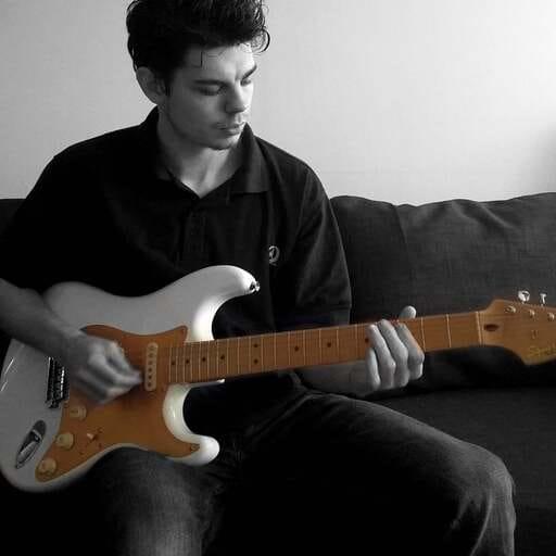 Cours de guitare pour les âges avec Guitarlesson63 - Philippe Wilson - Professeur de guitare à Clermont-Ferrand