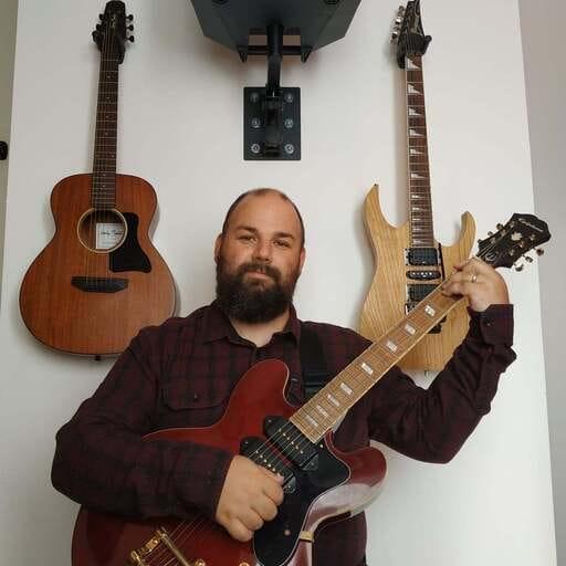 Enseigner la guitare : un rêve qui s'est transformé en projet, puis en réalité - Pierre Redel - Professeur de guitare à Lunel