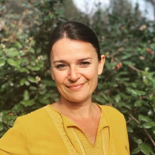 Anne Angebault vous accompagne  en conjuguant  l'expression par le théâtre, le coaching de vie  et l'approche énergétique - Anne Angebault - Coach de vie et praticienne en Reiki à Jouques