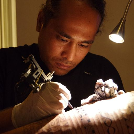 Un salon de tatouage polynésien tout près de Saintes - Opeta Naomi - Tatoueur à Saintes
