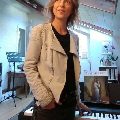 Prendre des cours de chant que l'on soit débutant ou confirmé - Sabine Degroote - Chanteuse Lyrique et professeur de chant diplômée à Lumbin