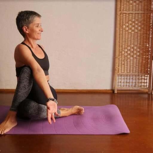 Ralentir le rythme et se trouver grâce au yoga - Véronique Tarrieu - Professeur de yoga chez Ayam Yoga à Ajaccio