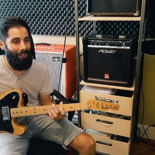 Donner des cours de guitare : un réel plaisir pour les professeurs - Grégory Coms - Professeur de guitare à Deuil-la-barre