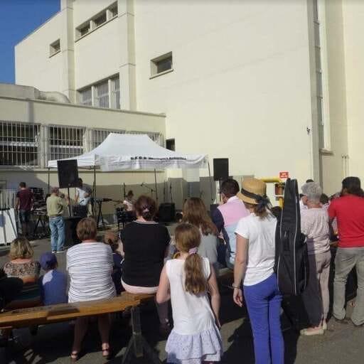 Cours de musique dans un espace convivial - Yves-Samuel Trotoux – Directeur de l'association CECB au Bourget