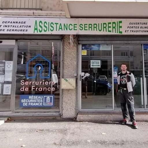 Une offre de proximité pour pose et dépannage d'équipements de sécurité - Anthony Puel – Gérant d'une entreprise de serrurerie à Alès
