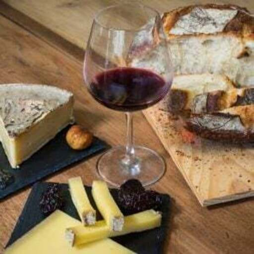 Vins, cultures et diversités - Nicolas PENZ - Guide en tourisme viticole et œnologique à Brest