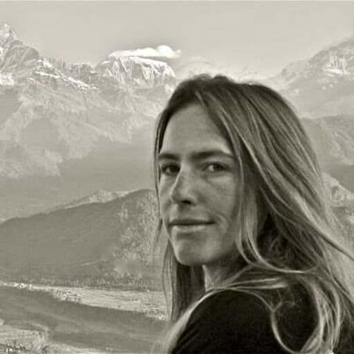 Yoga traditionnel et yoga vinyasa chez Yogasoki - Alice Carriat - Professeur de yoga à Grenoble et en Chartreuse