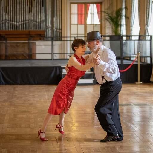 Cours de tango argentin pour tous - Brigitte Hilairet - Professeur de danse en Champagne-Ardenne