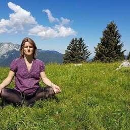 Pratiquer le yoga pour se découvrir soi-même - Caroline Gudefin - Professeur de yoga en Isère