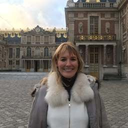 Une parisienne qui fait des visites guidées - Delphine Godard - Guide touristique à Paris